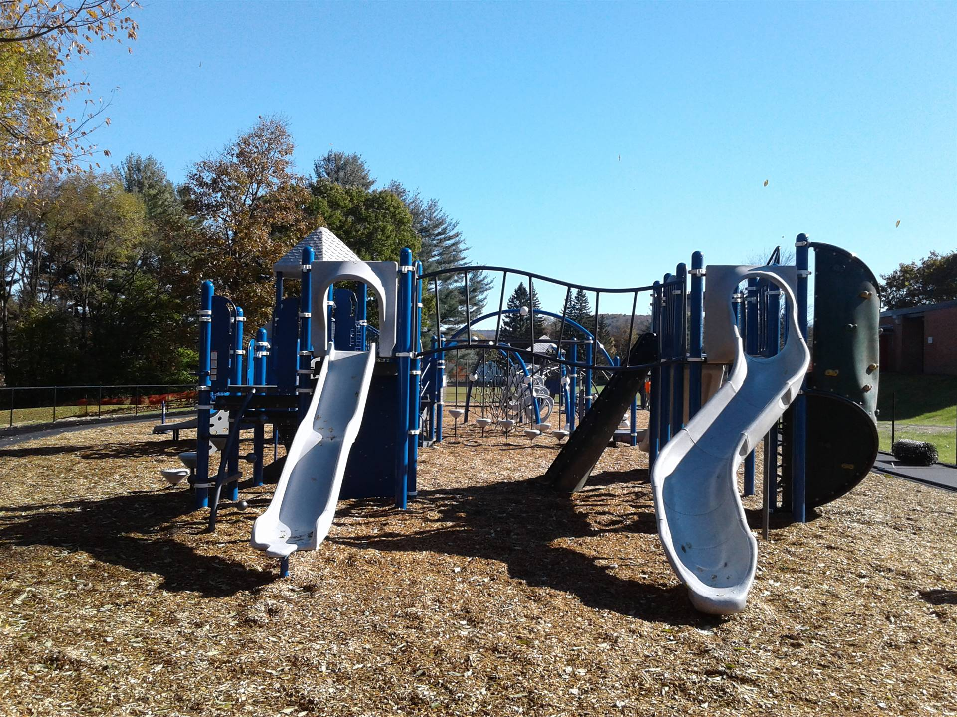 New Greenlawn Playground - Climbing apparatus and slides