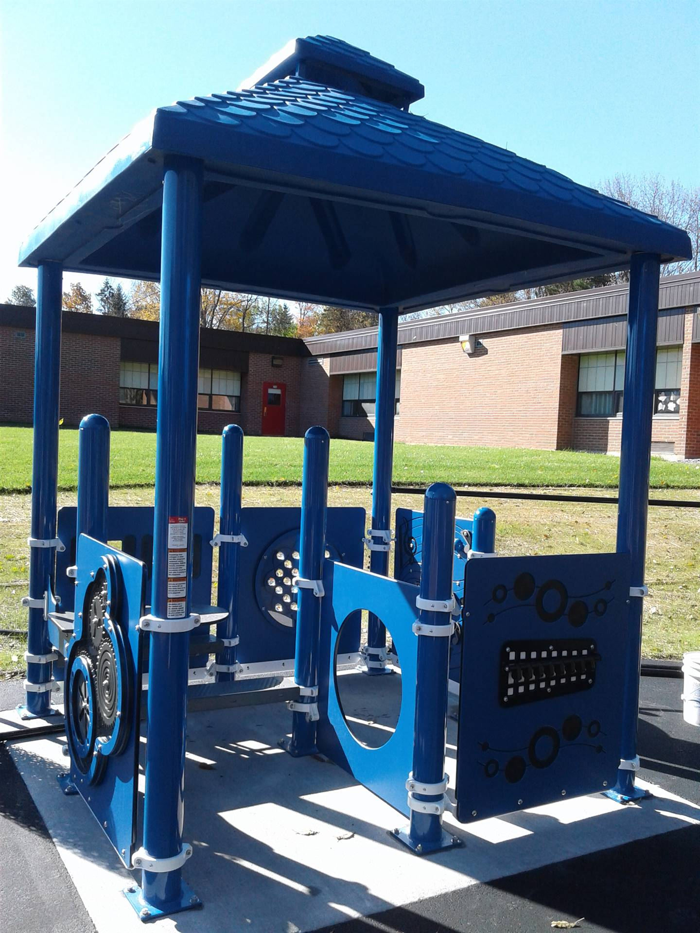 New Greenlawn Playground - sensory hut