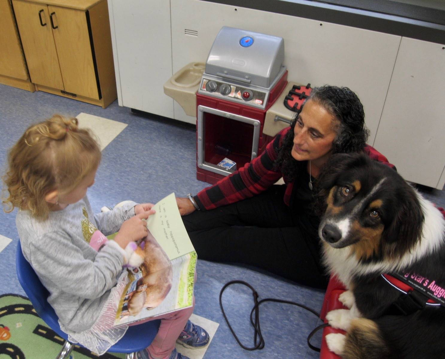 Auggie meets his first student reader!