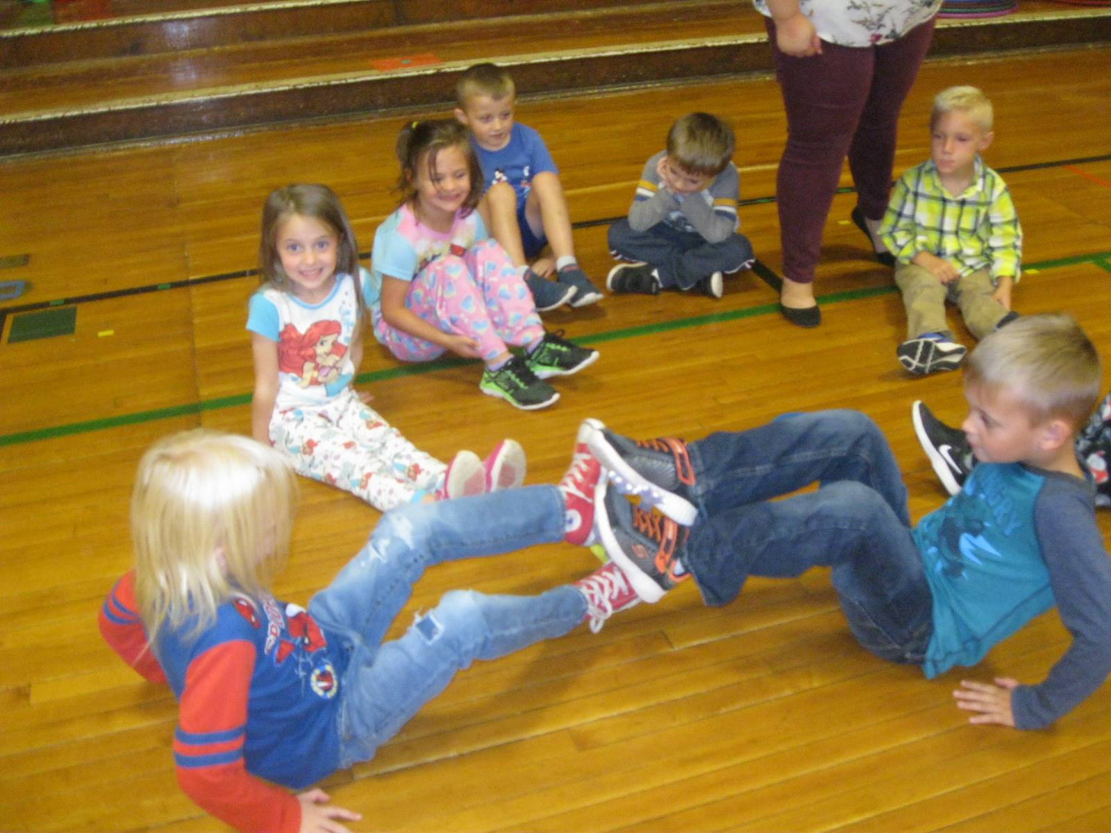 7 students use feet to pass a rubber chicken!