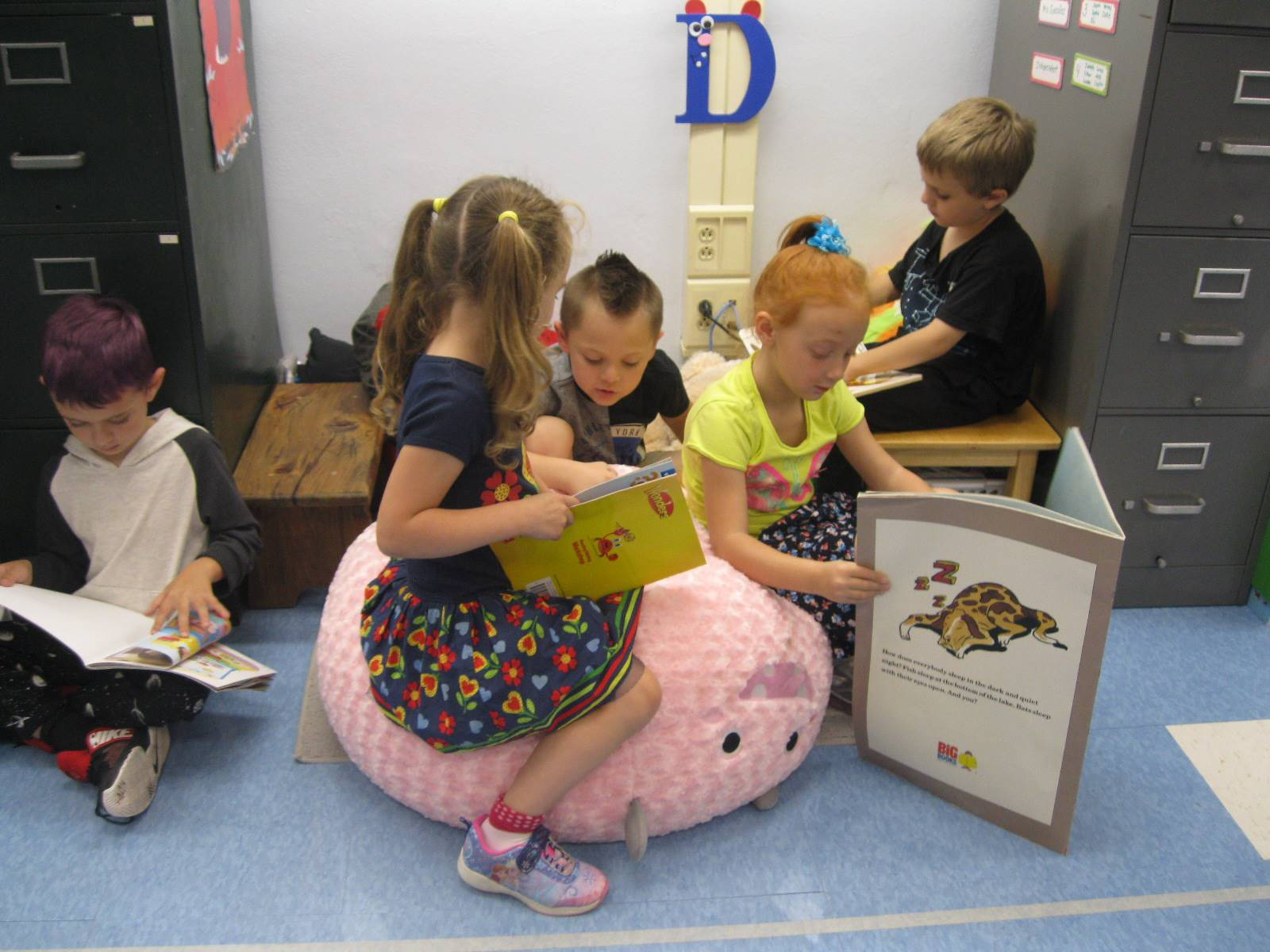 5 Students read books.
