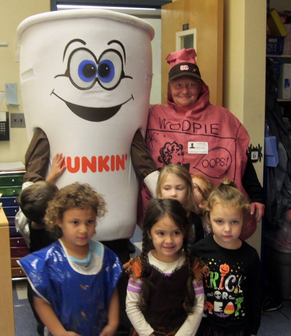 Dunkin donut man with 4 pre k students and whoopee.