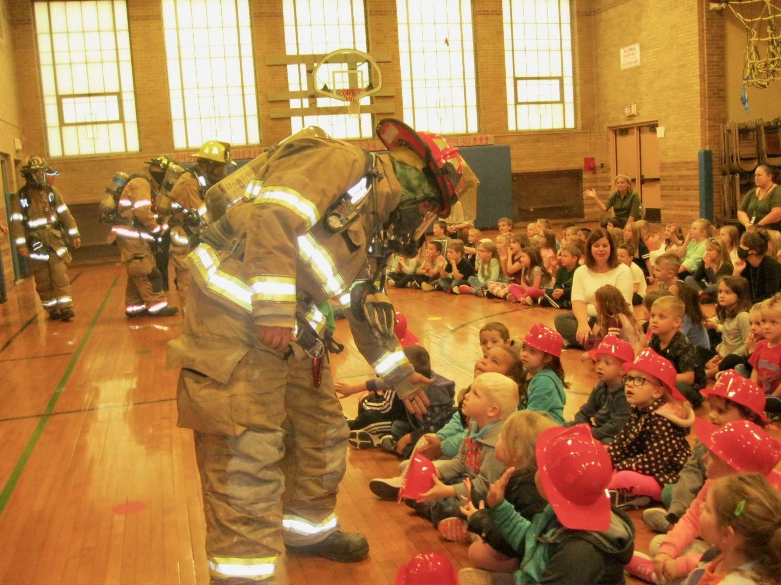 Students meet firefighters.
