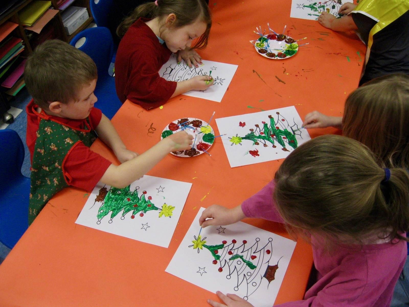 3 students paint.