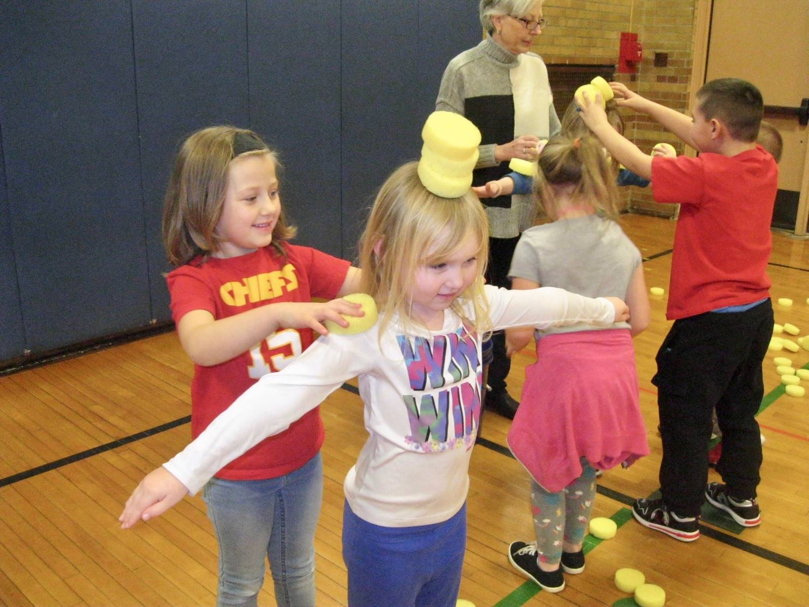 Students play a cooperation game.