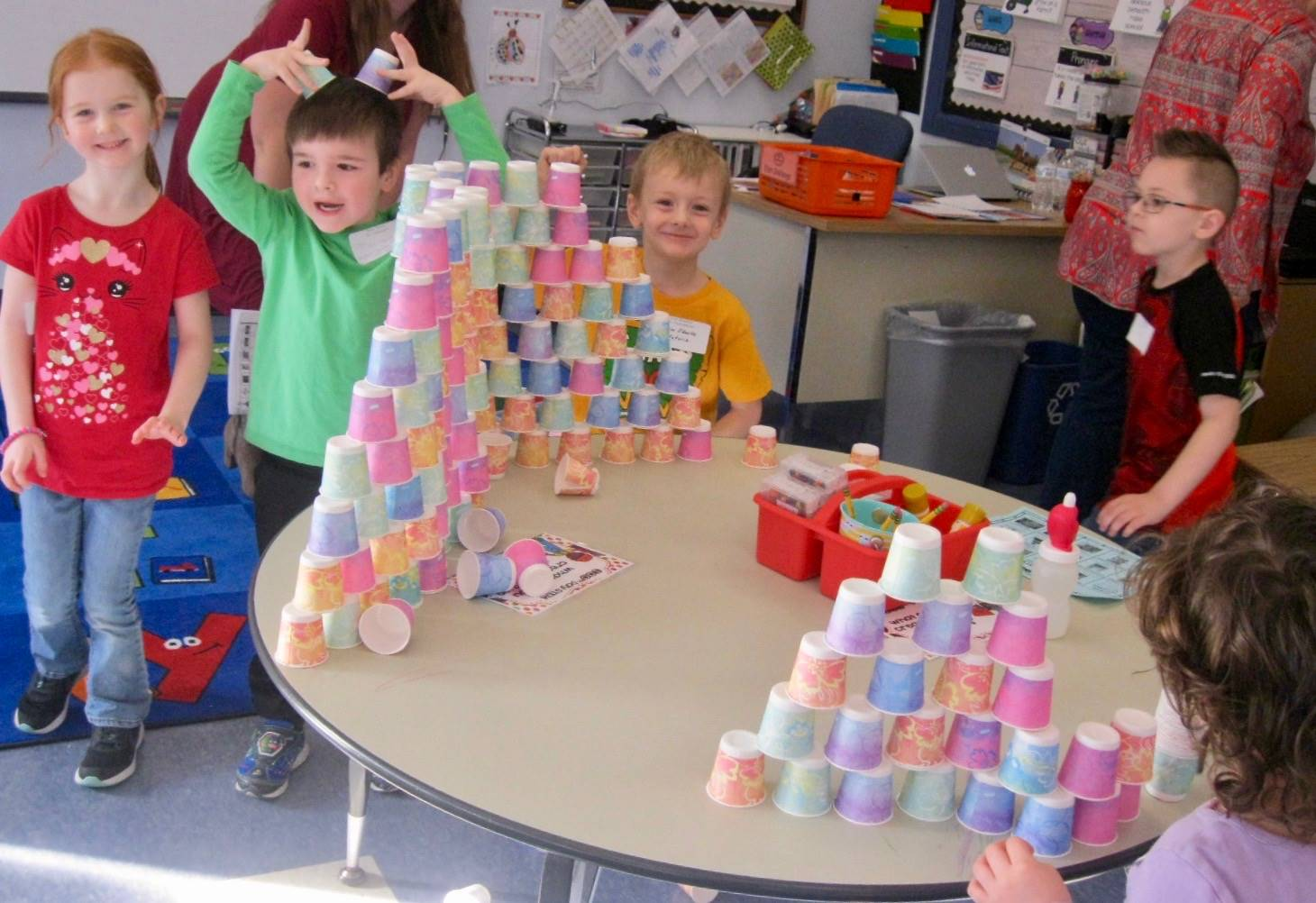 4 students stack 100 cups!