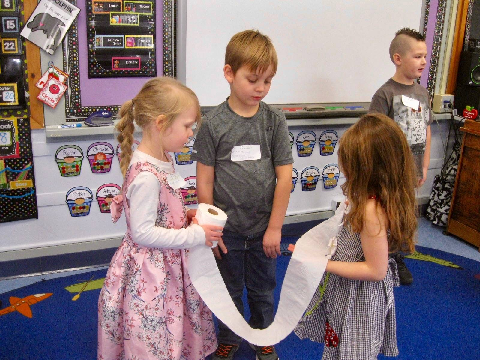 """4 students play """"mummy wrap"""" in 100 seconds."""