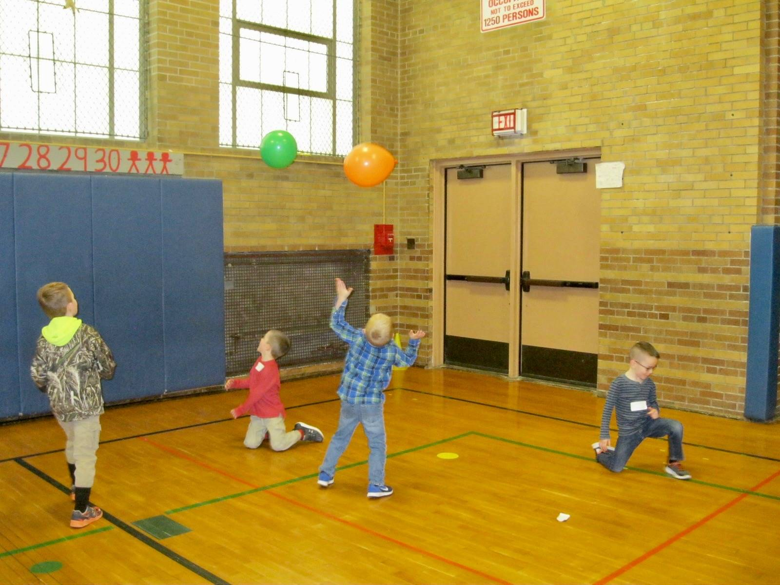 students toss the balloon 100 times.