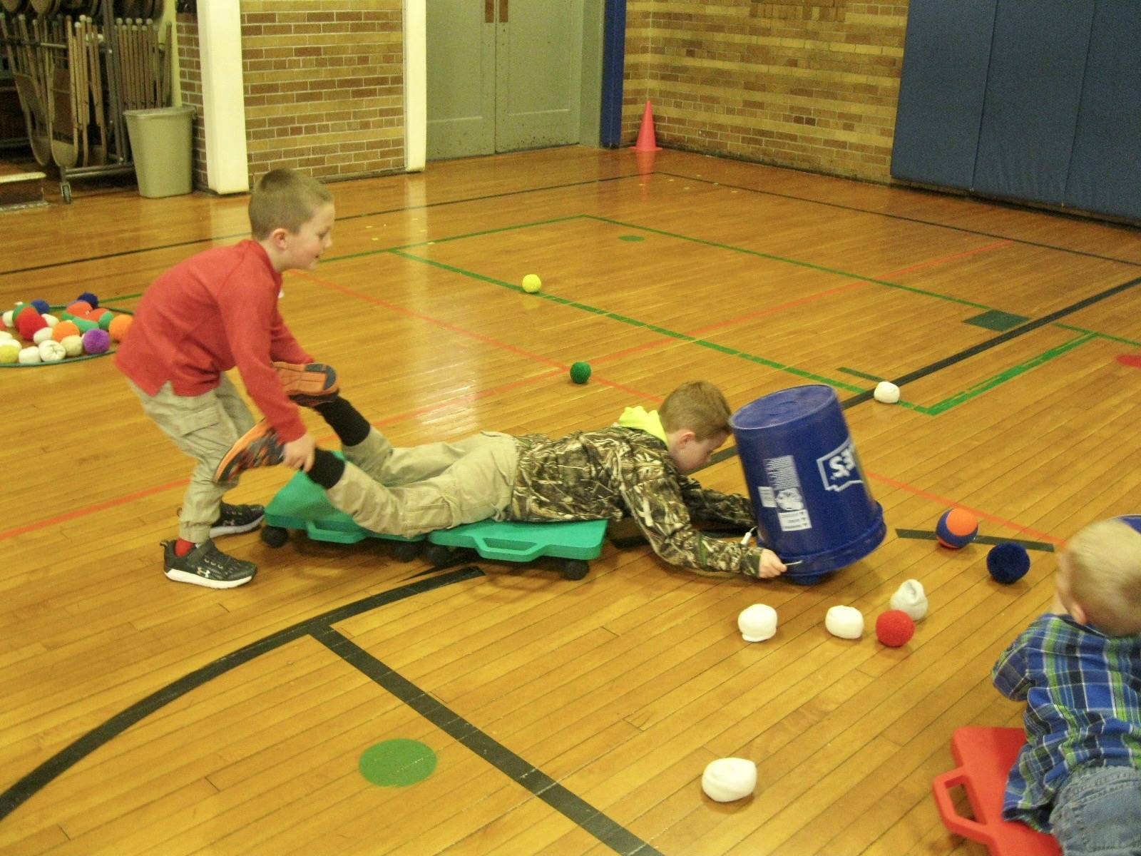2 students play hungry hippos.