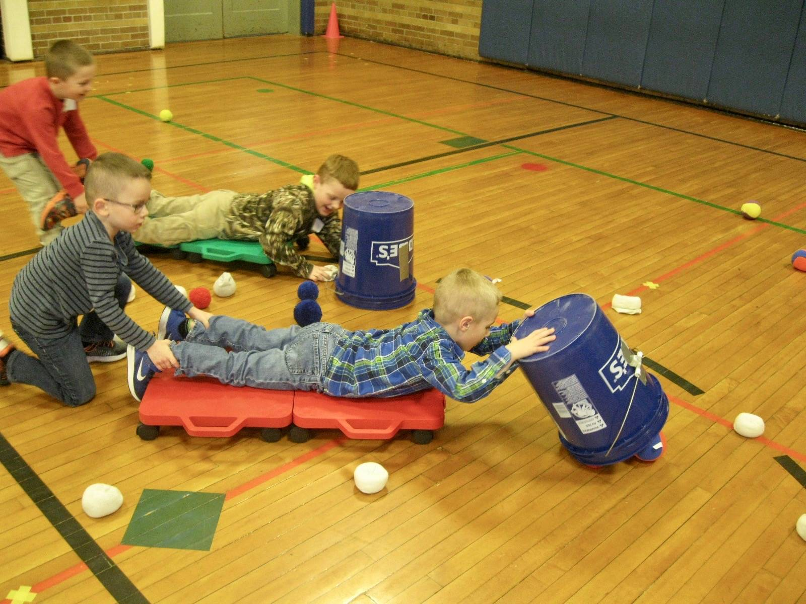 3 students play hungry hippos.