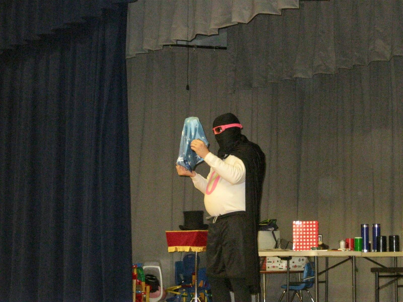Zero does a magic trick and a zombie ball flies!
