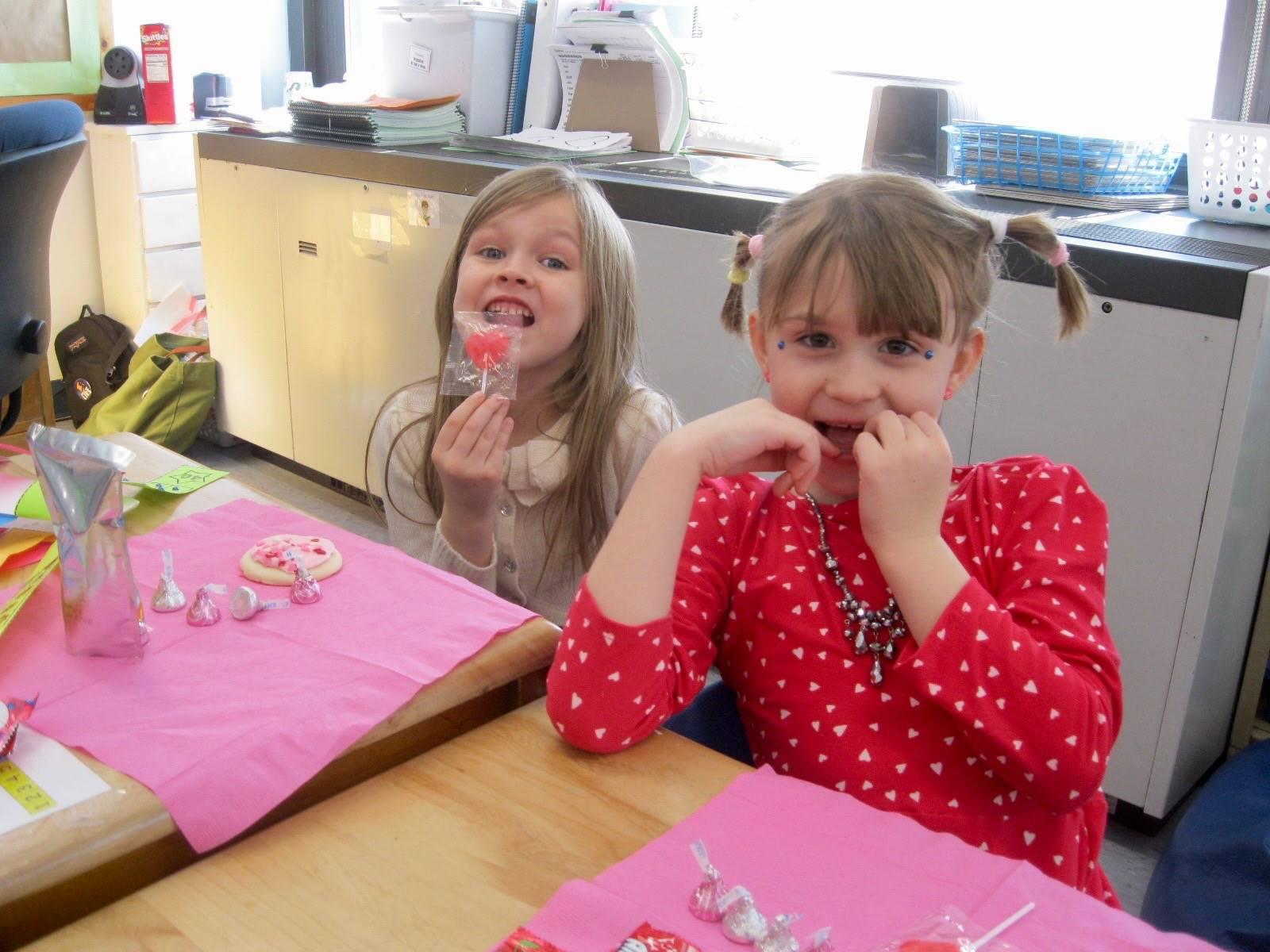 2 students enjoys party food.